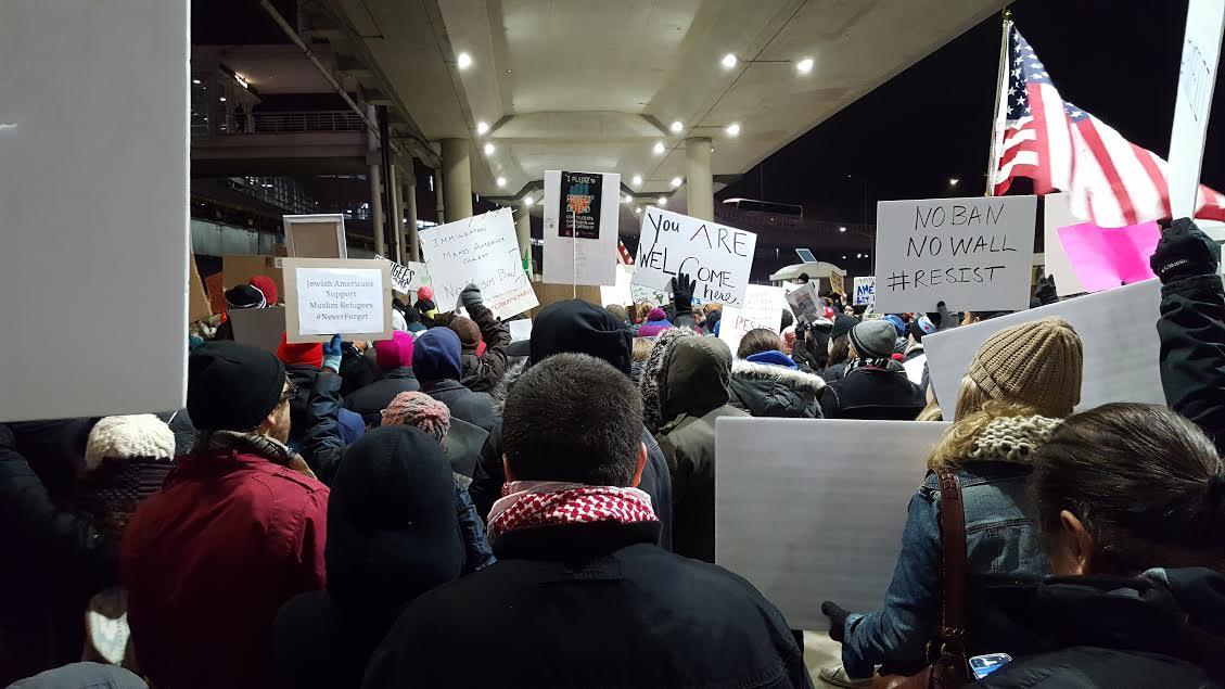 Thousands chant No ban, No wall at airports this weekend