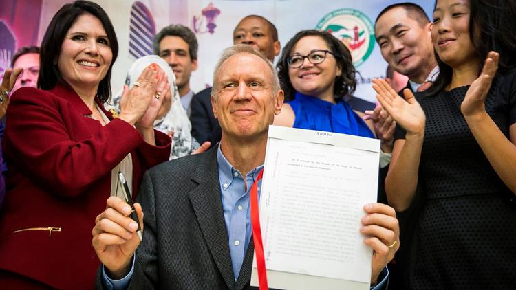 Governor Rauner signs TRUST act; Illinois becomes sanctuary state for immigrants